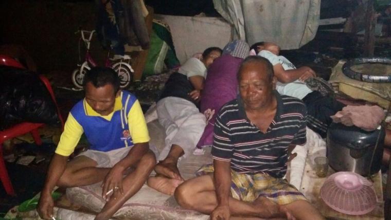 Warga Kampung Mekarsari Rt 02 dan Rt 04, Rw 06, Panunggangan Barat, Cibodas, Kota Tangerang, yang menjadi korban penggusuran pemanfaatan lahan Fasilitas Sosial dan Fasilitas Umum. (Foto: TitikNOL)