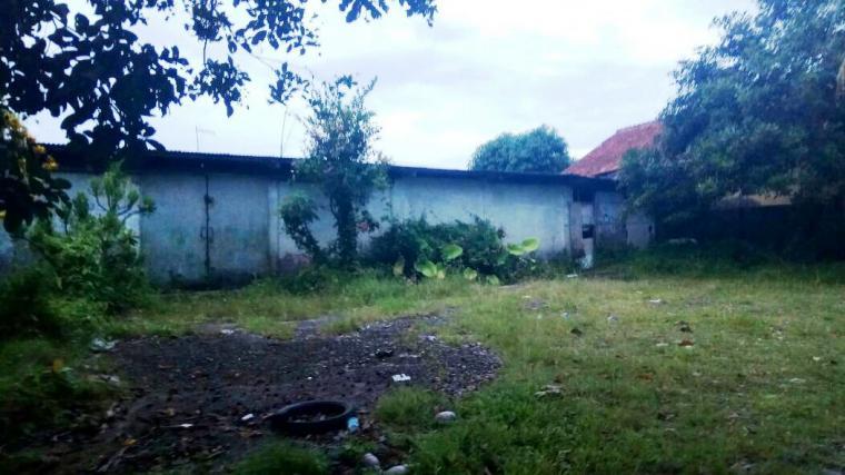 Penampakan gudang diduga tempat memproduksi obat terlarang jenis Zenith Carnpphen di Jalan TB. Hasan, Desa Jatimulya - Rangkasbitung. (Foto: TitikNOL)
