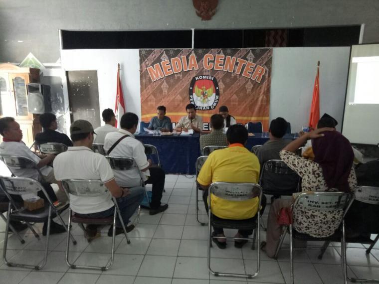 Puluhan pengurus Parpol Peserta Pemilu 2019 saat mengikuti rakor bersama KPU Lebak. (Foto: TitikNOL)