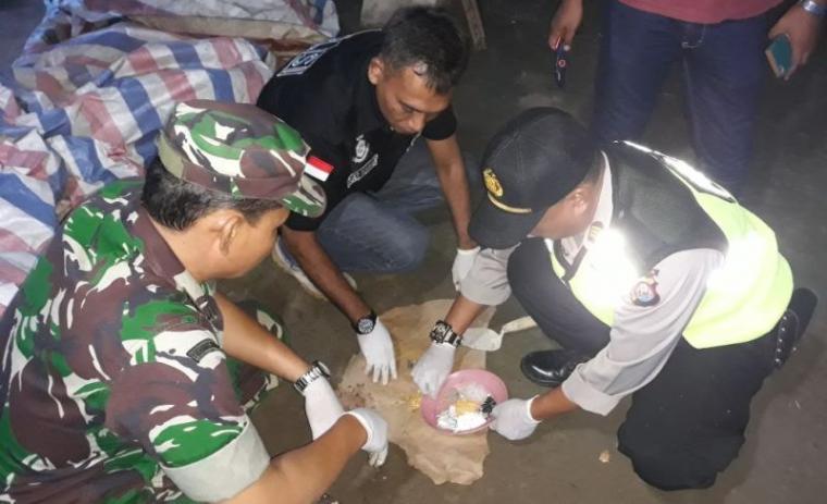 Pabrik jamu herbal bunga angrek diduga ilegal di Desa Ciparahu, Kecamatan Cihara, Kabupaten Lebak digerebek aparat polisi dan koramil Panggarangan. (Foto: TitikNOL)