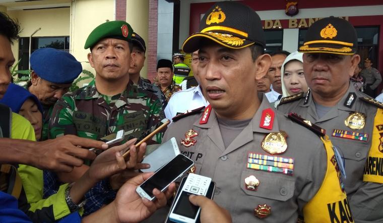 Kapolda Banten Brigjen Pol Listyo Sigit Prabowo memberikan keterangan usai menggelar pasukan operasi lilin kalimaya, di Mapolda Banten. (Foto: TitikNOL)