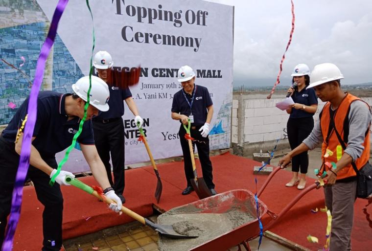Suasana Topping Off Cilegon Center Mall. (Foto: TitikNOL)