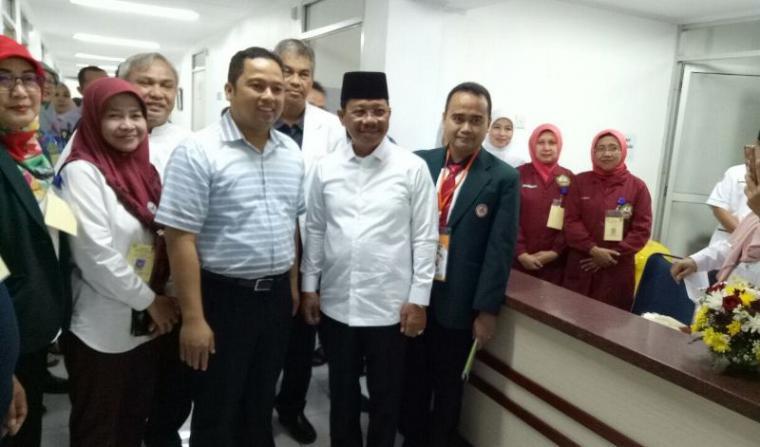 Pasangan bakal calon Wali Kota dan Wakil Wali Kota Tangerang Arief R. Wsimansyah - Sachrudin jalani tes kesehatan di RSUD Kabupaten Tangerang. (Foto: TitikNOL)
