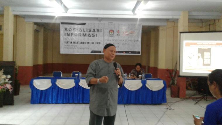 Komisioner KPU Lebak CR Nurdin, saat memberikan materi sosialisasi Pilkada yang digelar di Rangkasbitung. (Foto: TitikNOL)