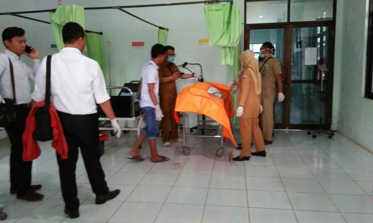 Jasad korban tewas gantung diri saat tengah berada di Puskesmas Warunggunung, Kabupaten Lebak. (Foto: Ist)