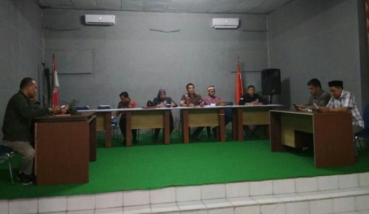 Suasana rapat pleno hasil penghitungan ulang bakal paslon perseorangan di kantor KPU Lebak. (Foto: TitikNOL)