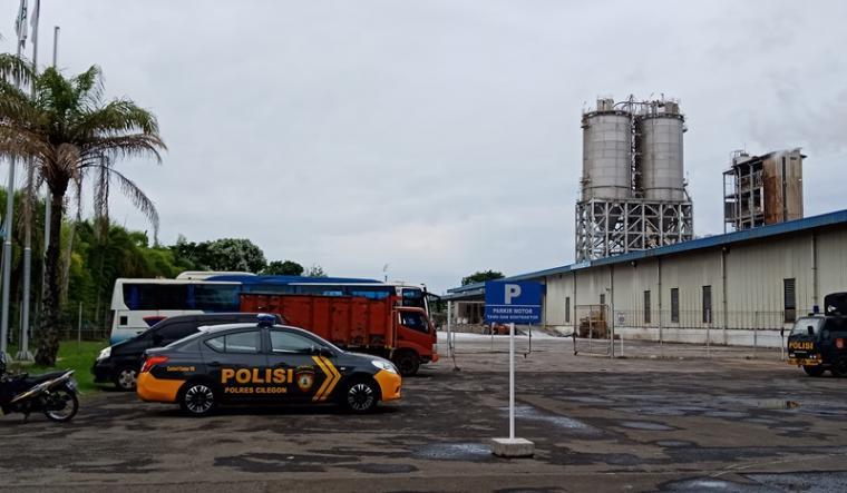 Suasana di PT Indorama Petrochemic saat terjadi letupan serta keluarnya serbuk PTA beberapa waktu yang lalu. (Foto: TitikNOL)