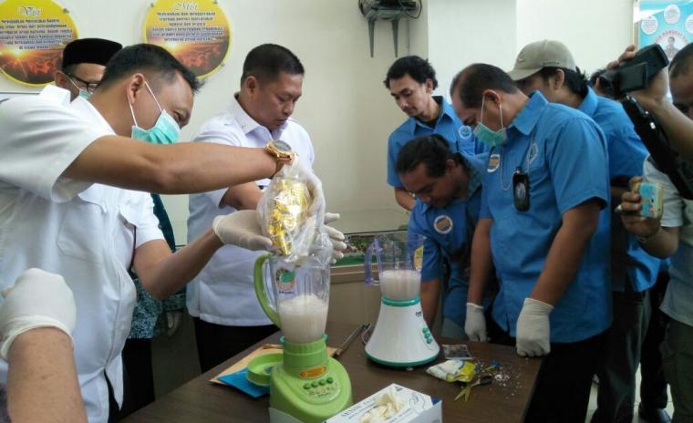Badan Narkotika Nasional (BNN) Provinsi Banten memusnahkan Narkotika jenis sabu. (Foto: TitikNOL)