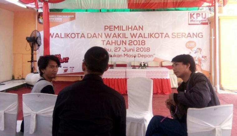 Hari pertama pembukaan pendaftaran pasangan bakal calon Wali Kota dan Wakil Wali Kota Serang, kantor Komisi Pemilihan Umum (KPU) Kota Serang terlihat masih sepi. (Foto: TitikNOL)