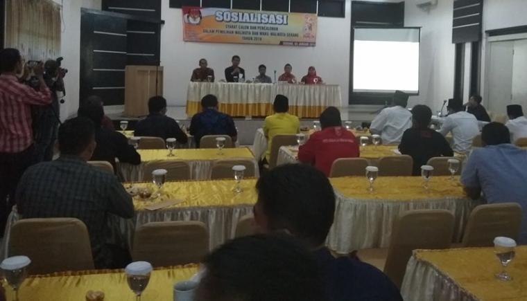 Sosialisasi syarat calon dan Pencalonan oleh KPU Kota Serang bersama para balon kepala daerah dan pengurus partai. (Foto: TItikNOL)
