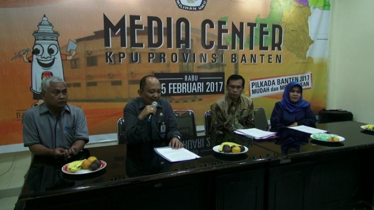 Timsel calon anggota kpu banten saat pers rilis di Media center KPU Banten. (Foto: TitikNOL)