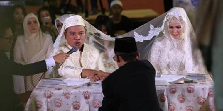 Pernikahan Vicky Prasetyo-Angel Lelga. (Dok: Kapanlagi)