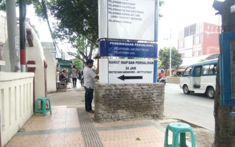 Kondisi Trotoar Acak Acakan, Sahabat Difabel Kritik Pemerintah Kota Serang. (Foto: TitikNOL)
