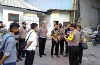 Kapolda Banten Kombes Pol Listyo Sigit Prabowo beserta jajaran tengah berbincang dengan Ketua DPRD Banten Asep Rahmatullah. (Foto: TitikNOL)