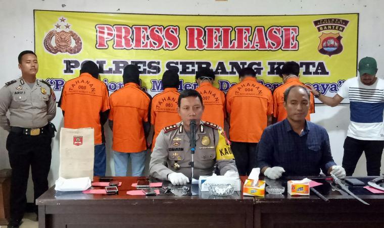 Para tersangka dihadirkan saat ekspose yang digelar Polres Serang Kota. (Foto: TitikNOL)