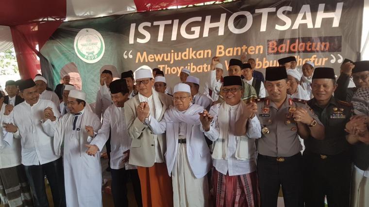 Para ulama di Banten saat mendeklrasikan anti hoax. (Foto: TitikNOL)