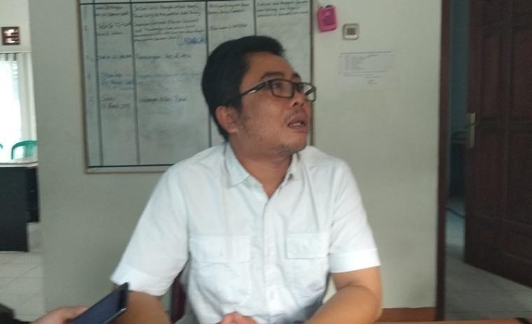 Ketua Panwaslu Kota Serang Rudi Hartono saat memberikan keterangan ke wartawan. (Foto: TitikNOL)