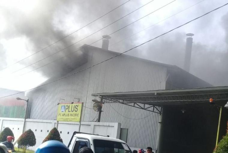Lokasi pabrik Gypsum PT. Aplus Pacific yang terbakar. (Foto: TitikNOL)