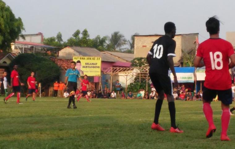 Suasana Turnamen tahunan dalam rangka HUT Persatuan Sepakbola (PS) Bina Jaya, yang digelar di lapangan Latus Jaya, Kedaung, Pamulang, Kota Tangerang Selatan. (Foto: TitikNOL)
