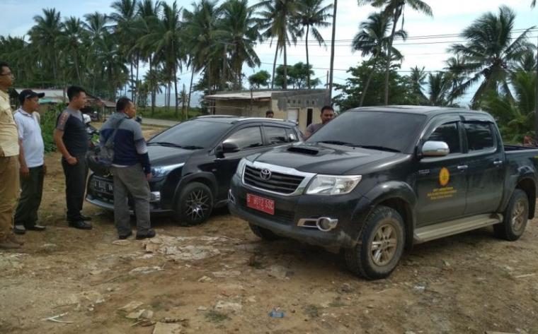 Mobil dinas milik Kementerian Pertanian RI jenis Toyota Hilux B 9012 SSC yang bertabrakan dengan sepeda motor di Jalan Raya Malingping- Bayah KM5. (Foto: TitikNOL)