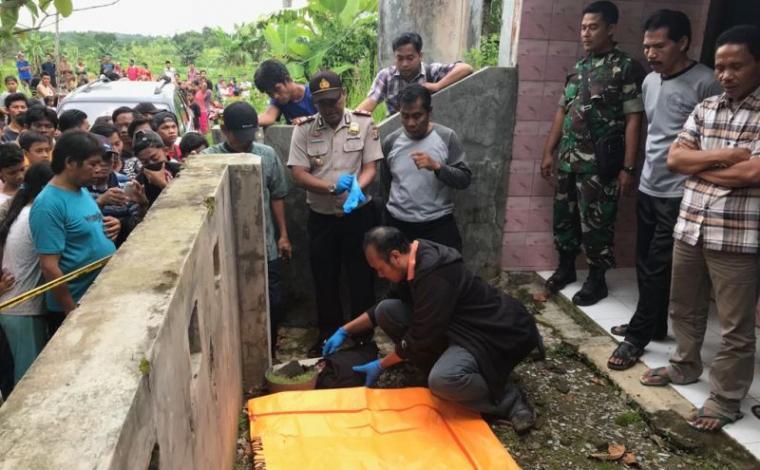 Sesosok mayat bayi ditemukan pengankut sampah di komplek perumahan Agrindo Curugbitung, Kabupaten Lebak, Banten. (Foto: TitikNOL)