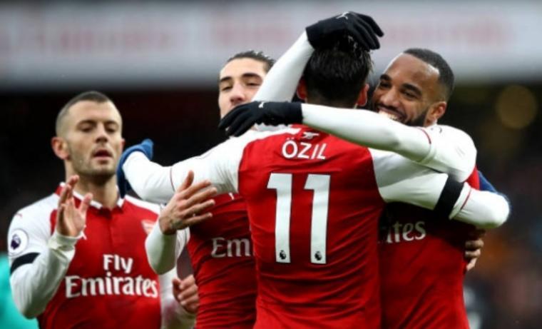 Selebrasi Sejumlah pemain Arsenal usai cetak gol. (Dok: Prediksibola)