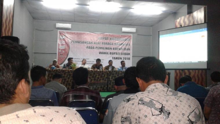 Suasana rakor pemasangan APK pemilihan bupati dan wakil bupati Lebak 2018. (Foto: TitikNOL)