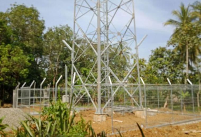 Pembangunan tower BTS yang dikerjakan kontraktor PT.IBS di Desa Pasir Gintung, Kecamatan Cikulur, Lebak - Banten diduga tak berizin. (Foto: TitikNOL)