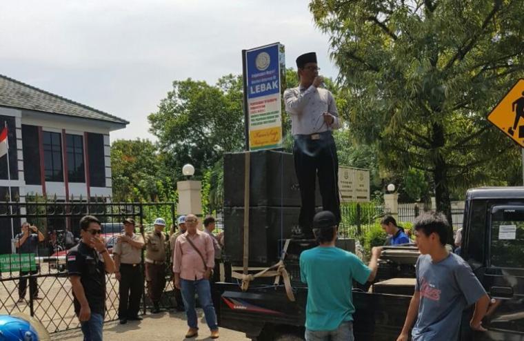 Sejumlah warga demo Kejari Lebak. (Foto: TitikNOL)
