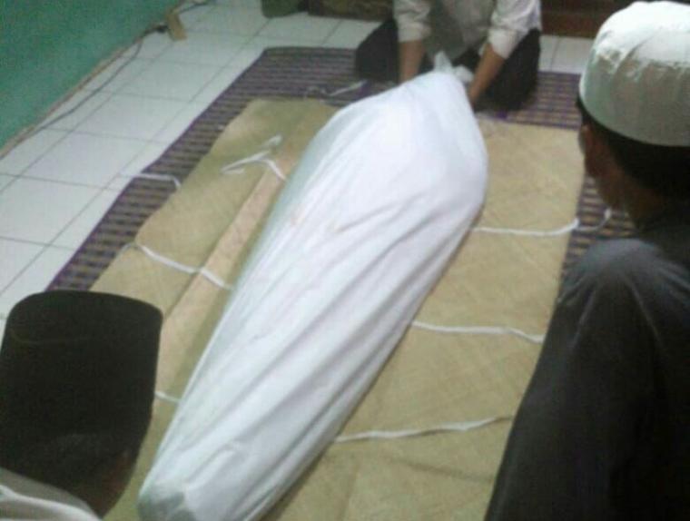 Rohman alias Toyang (41), warga jalan Musyawarah Rt. 003/04 dan Ade Firmansyah (34), warga jalan Parkit Rt. 004/01, Kalurahan Sawah, Ciputat, Kota Tangerang Selatan, tewas akibat miras oplosan. (Foto: