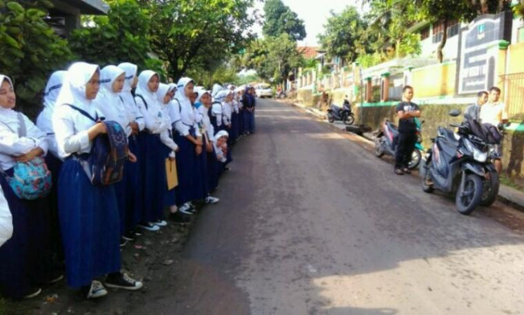 Sejumlah siswa SMP Negeri 1 Mancak, Kabupaten Serang. (Foto: TitikNOL)