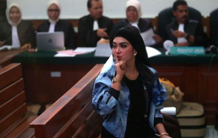 Syahrini saat hadir sebagai saksi dalam sidang kasus dugaan penipuan jemaah umrah First Travel di Pengadilan Negeri Depok. (Dok: Kompas)
