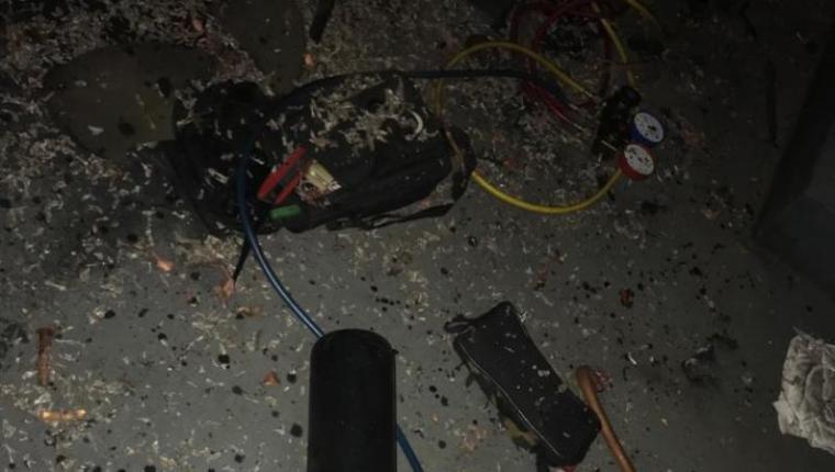 Komponen AC yang meledak di di Wisma BCA Serpong. (Foto: TitikNOL)