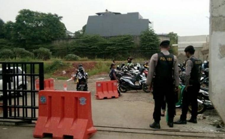 Peningkatan keamanan di Mapolres Tangsel pasca bom Surabaya. (Foto: TitikNOL)