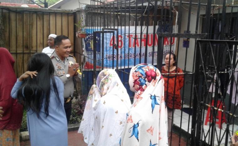 Kapolres Lebak AKBP Dani Arianto saat melakukan pemantauan dan pengecekan ruangan sel tahanan napi pria dan napi wanita di Rutan Rangkasbitung. (Foto: TitikNOL)