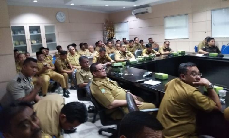 Suasana rapat di lantai II Pemkot Tangerang terkait PTSL 2018. (Foto: TitikNOL)