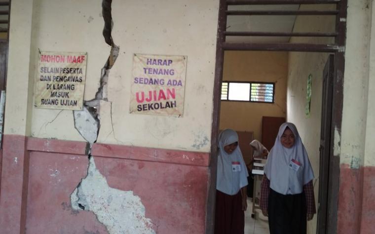 Siswa SDN Bantar Panjang, di Desa Bantar panjang Kecamatan Cikeusal, Kabupaten Serang, Banten. (Foto: TitikNOL)