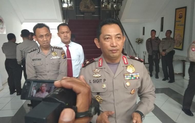 Kapolda Banten Brigjen Pol Listyo Sigit Prabowo saat dimintai keterangan oleh sejumlah wartawan. (Foto: TitikNOL)