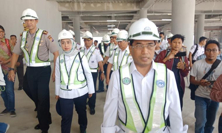Menteri Perhubungan Budi Karya Sumadi saat meninjau Pelabuhan Merak. (Foto: TitikNOL)