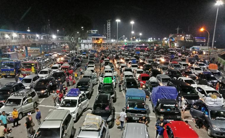 Antrean di Pelabuhan Merak. (Foto: TitikNOL)