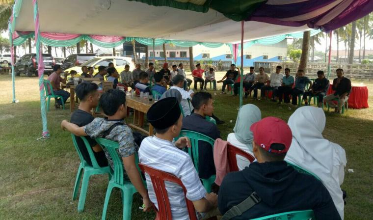 Suasana diskusi yang digelar anggota Kumala disela acara halal bi halal. (Foto: TitikNOL)