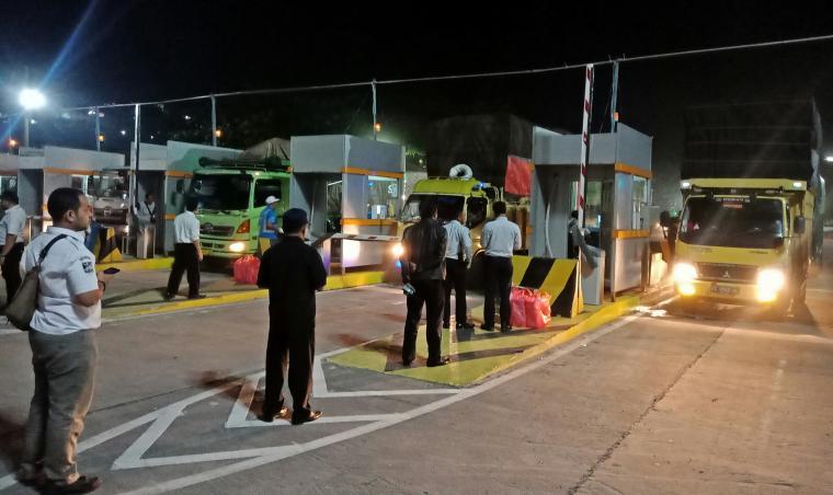 Suasana peralihan pengelolaan tiket oleh PT ASDP di Pelabuhan Merak. (Foto: TitikNOL)