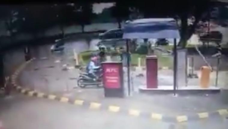 Video pencurian motor yang terjadi di salah satu restoran di seputaran Alam Sutera, Tangerang Selatan. (Foto: TitikNOL)
