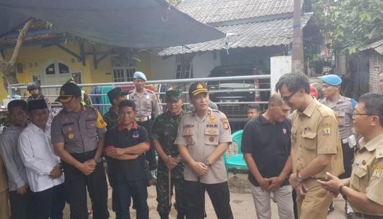 Kapolda Banten saat memantau langsung persiapan TPS 10 di kelurahan Cipare, Kota Serang. (Foto: TitikNOL)