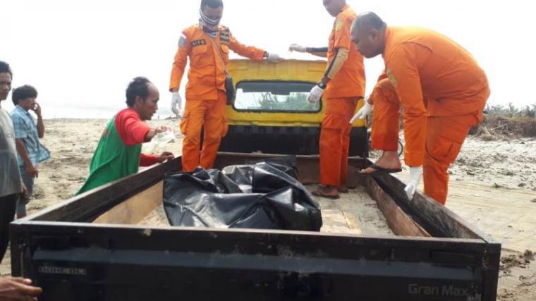 Jasad Andi nelayan KM Barokah diteemukan. (Foto: TitikNOL)