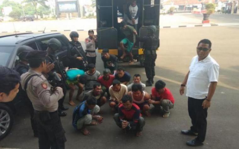Pelaku yang diduga menjadi provokator dan pelaku perusakan kantor Polsek Bayah, Kecamatan Bayah, Kabupaten Lebak saat aksi ratusan nelayan. (Dok: TitikNOL)