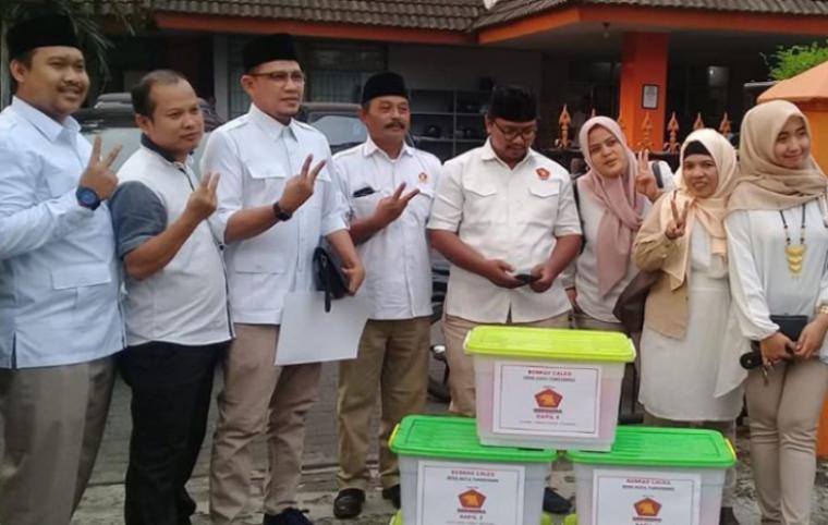 Bacaleg dari Partai Gerindra saat Mendaftar ke KPU Kota Tangerang. (Foto: TitikNOL)