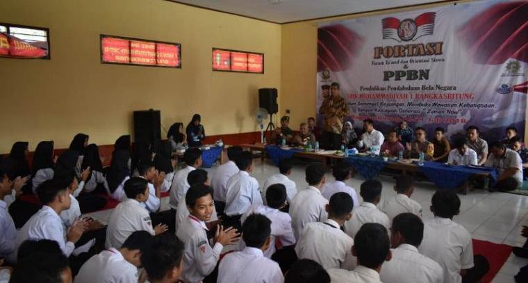 Suasana kegiatan bela negara yang diselenggarakan SMK 1 Muhammadiyah Rangkasbitung. (Foto: TitikNOL)
