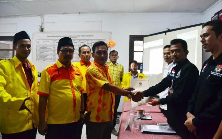 DPD Partai Berkarya Kabupaten Serang resmi mendaftarkan para bakal calon anggota legislatif (Bacaleg) ke KPU Kota Serang. (Foto: TitikNOL)