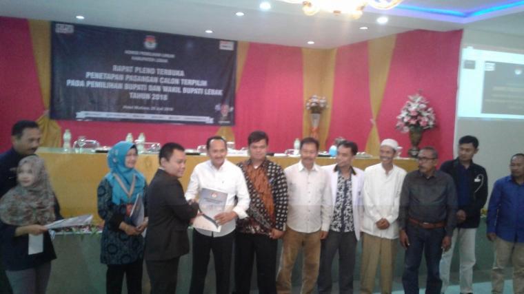 Suasana penetapan pasangan Iti - Ade sebagai Bupati dan Wakil Bupati Lebak terpilih di Pilkada 2018. (Foto: TitikNOL)